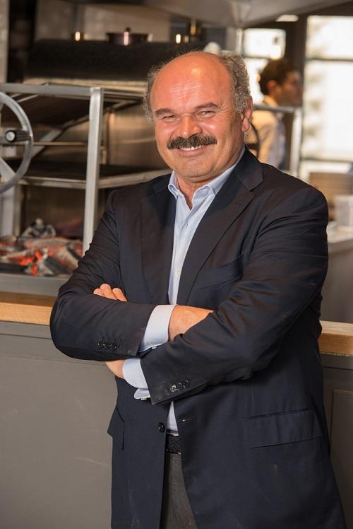 """Oscar Farinetti riceve il premio """"Valorizzazione del Made in Italy"""" da 50 Top Pizza"""