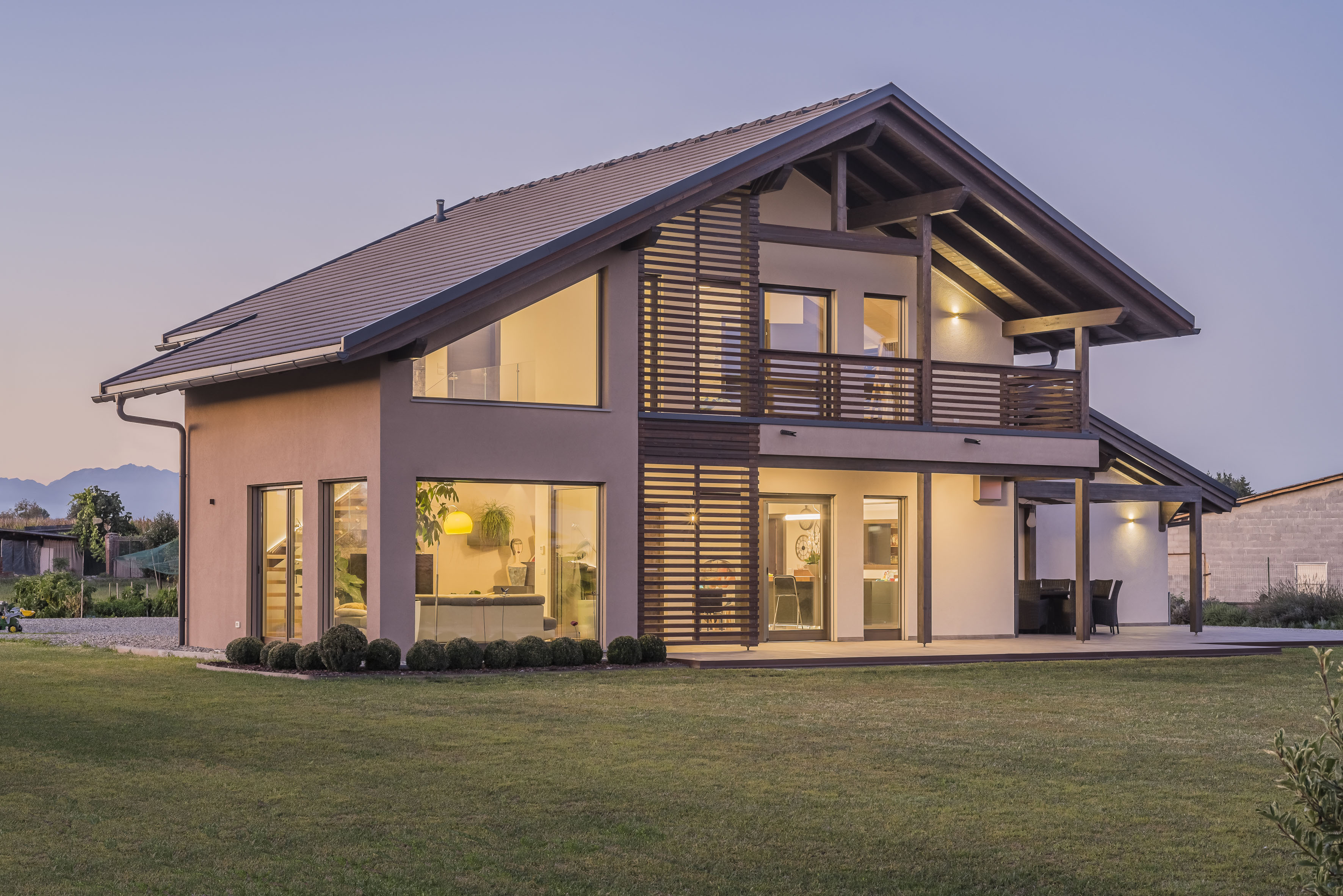 Linearità e luminosità per la nuova abitazione sostenibile  firmata Rubner Haus